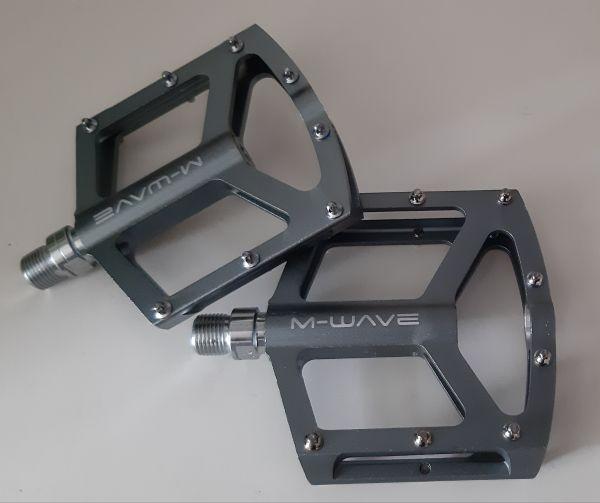 M-Wave Alu Plattform-Pedal Freedom SL silbergrau 299 Gramm rRobuste, hochwertige Cromoly Achsen in silber.hochwertige gedichtete Industrielager bieten einen reibungslosen Ablauf. Farbe: Erhältich in schwarz.